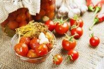 Mazsālīti tomāti ar citronu sulu ēšanai jau nākamajā dienā