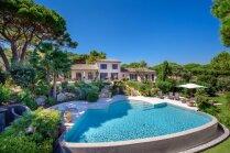 Luksusa cienīga villa Franču Rivjērā, kurā savulaik atpūties Džordžs Maikls