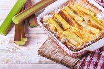 Ātrā un vienkāršā rabarberu kūka no tostermaizes