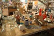 No porcelāna traukiem līdz gaismekļiem – atradumi mājai 'Jarmarkas' tirdziņā