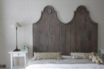Interjera rozīnīte guļamistabā – interpretācijas gultas galvgaļiem