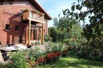 Sakoptākie namu apstādījumi vēju pilsētā Liepājā