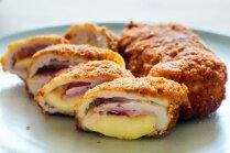 Ar sieru un šķiņķi pildīta vistas šnicele jeb 'cordon bleu'