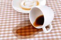 Skāde ar kafijas traipiem – kā tos veiksmīgi izmazgāt