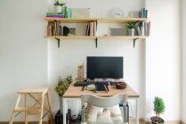 Mājas birojs dažos kvadrātmetros – idejas, kā šaurībā ierūmēt darba galdu