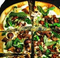 Pica ar sēnēm un rikotu