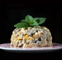 Olu, kartupeļu un šampinjonu salāti