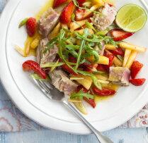 Tunča salāti ar zemenēm un ananasiem