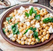 Vakariņas 15 minūtēs – veikli pagatavojami un sātīgi salāti