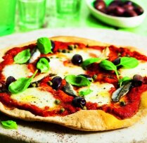 Pica ar mocarellu, anšoviem un olīvām Neapoles gaumē
