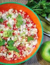 Фасолевый салат с сельдью и гранатом