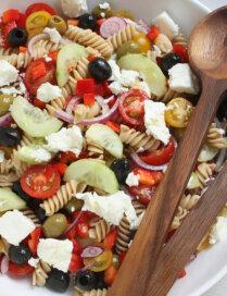 Grieķu salāti ar makaroniem