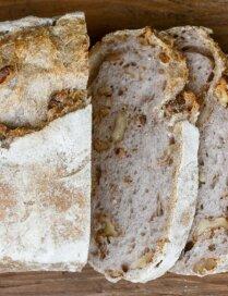 Maize ar valriekstiem un sieru