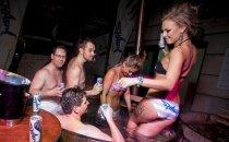 Foto: Notikusi slapjākā ballīte Rīgas klubu vēsturē