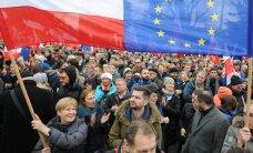 Pēc valsts institūciju vājināšanas 'Standard & Poor's' samazina Polijas kredītreitingu