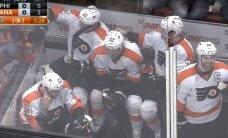 Video: Visiem vietas nepietiek – pieci 'Flyers' hokejisti izcieš noraidījumus