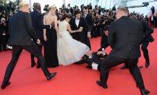 Kannās žurnālists palien aktrisei zem kleitas