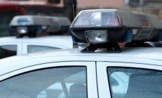 Pēc trīs auto sadursmes Rīgā slimnīcā nonāk sieviete