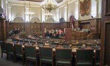 Deputāti kritiski par ideju uz pusi samazināt parlamentāriešu skaitu
