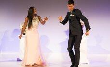 Video: Džokovičs un Viljamsa izpilda uzvarētāju deju Vimbldonas apbalvošanas ceremonijā