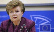 Vīķe-Freiberga: valdības krišana vienas dāmas aizvietošanai ar citu nav nopietna