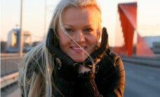 Karlīne Štāla izmēģina auto gaisa atsvaidzinātājus