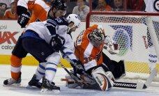 'Flyers' un 'Jets' spēlē 15 hokejisti kopā gūst 17 vārtus
