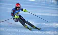Kalnu slēpotāju Zvejnieku diskvalificē Eiropas kausa sacensībās