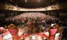 Foto: 'Dagamba' Cēsīs atklāj turneju 'Bach Goes to Iran'
