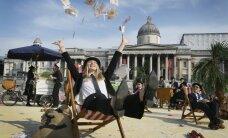 """В Лондоне протестующие против коррупции превратили Трафальгарскую площадь в """"налоговый оазис"""""""