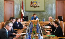 Опрос: латвийцы не верят партиям, Сейму и правительству