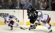 'Kings' hokejisti vēlreiz atspēlējas un uzvar arī otrajā Stenlija kausa finālspēlē