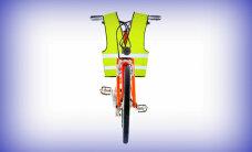 Tumšā laikā velosipēdu vajadzēs tērpt vestē, paredz jaunie noteikumi