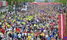 Rīgas maratons pulcē 33,6 tūkstošus skrējēju; pilsētā plaši satiksmes ierobežojumi