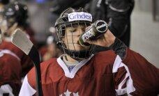 Latvijas U-20 hokejisti pamatīgi sarežģī sev iespējas atgriezties PČ elitē