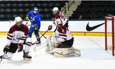 Latvijas U-18 hokejisti PČ izlaiž uzvaru un pagarinājumā zaudē Zviedrijai