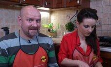 """В шоу """"Званый ужин"""" на канале REN TV рижанка покорила гостей латышской песней"""