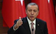 """Эрдоган назвал клеветой заявления о торговле нефтью с ИГ и призвал Россию """"не играть с огнем"""""""