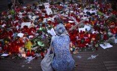 Foto: Barselonā piemin teroraktu upurus