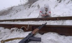 Video: Ukraiņu karavīri uzspridzina teroristu apgādei izmantotu dzelzceļa līniju