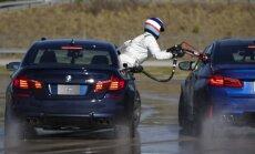Video: BMW astoņu stundu nepārtrauktā drifta laikā gaitā uzpilda degvielu
