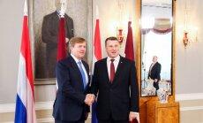 Nīderlandes karalim vizītes laikā Latvijā pasniegts Triju Zvaigžņu ordenis