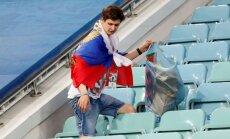 Российские болельщики по примеру японцев убрали за собой на трибунах после игры