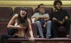 Puskailās FEMEN daiļavas plosās spāņu parlamentā