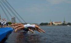 Foto: Latvijas junioru triatlonistiem augstas vietas Eiropas kausā