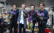 Foto: 'Carnival Youth' albuma iznākšanu nosvin kādā Rīgas iekšpagalmā