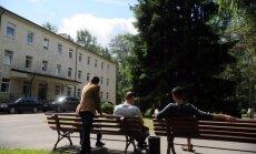 No Grieķijas uz Latviju pārvietotas piecas sīriešu ģimenes