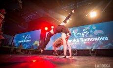Foto: Rīgas naktsklubā sacenšas lokanākie dejotāji