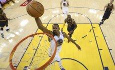 Duranta un Karija sniegums uzbrukumā sekmē drošu 'Warriors' uzvaru NBA fināla ievadā
