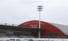 'Skonto' stadionā turpinās apgaismojuma stabu un tribīņu demontāža